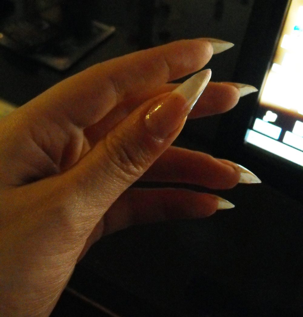 Pointed nails back scratching 5